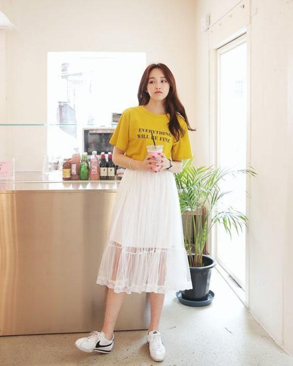 chân váy công sở phối với áo thun