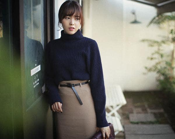 chân váy công sở phối cùng áo len