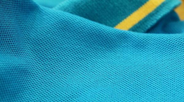 Áo thun đồng phục công ty chủ yếu sử dụng vải thun lacoste cao cấp làm chất liệu vải may