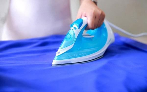 Bàn là hơi nước là giải pháp tối ưu khi là (ủi) áo thun đồng phục công ty