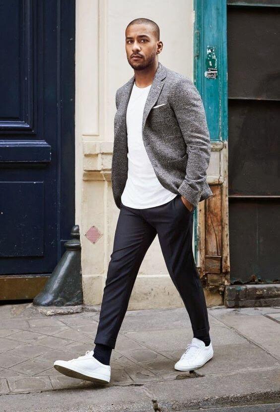 Mix áo thun basic với áo khoác blazer