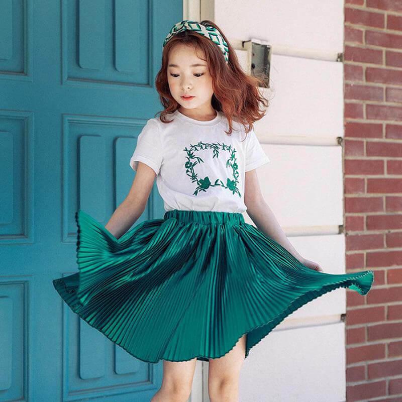 Những mẫu áo thun bé gái hiện nay đa dạng về kiểu dáng. thiết kế cho các mẹ lựa chọn.