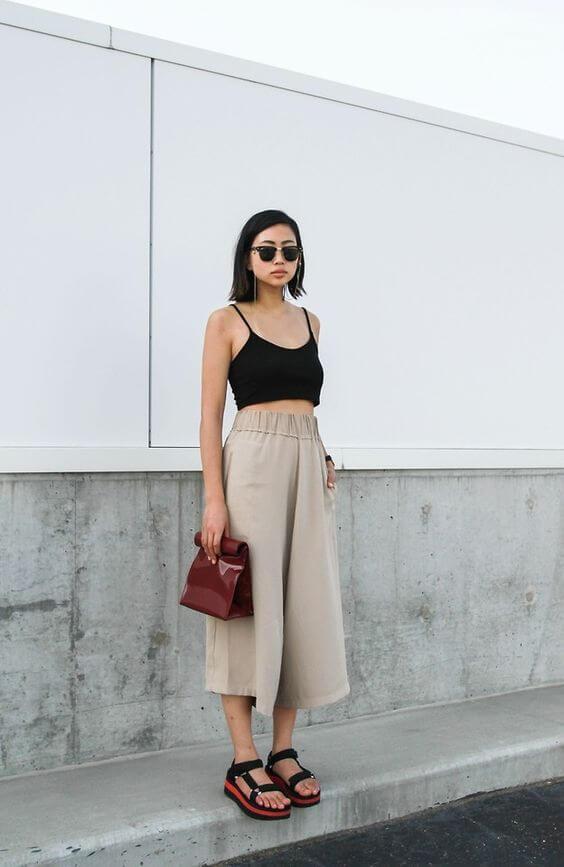 Mix áo thun croptop với quần culottes