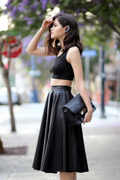 Mix áo thun croptop với váy xòe