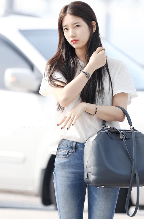 Áo thun Hàn Quốc trắng kết hợp với quần jean vô cùng đơn giản