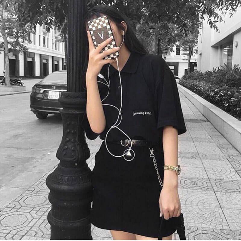 Những chiếc áo thun màu đen nổi bật cùng form dáng áo rộng sẽ giúp các bạn thoải mái hơn vào ngày hè.