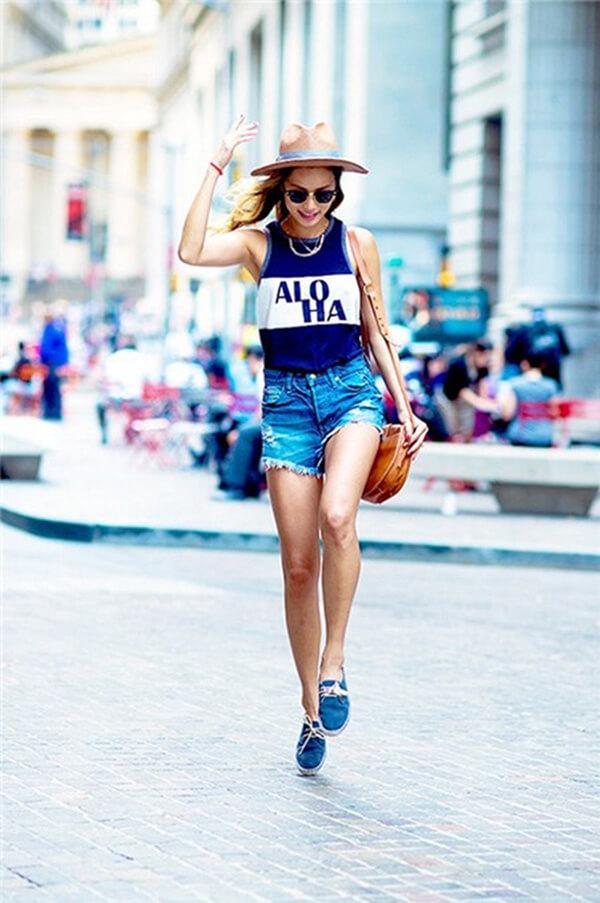 Áo thun tanktop với quần short mang đến phong cách đầy trẻ trung, cá tính