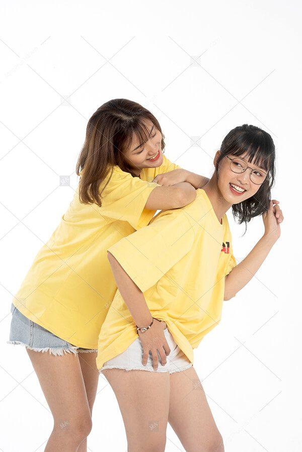 Mẫu áo lớp oversize cổ tròn màu vàng cúc