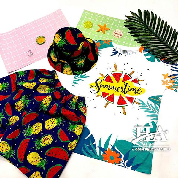 "Mẫu áo lớp hoa quả in slogan ""Summer time"""