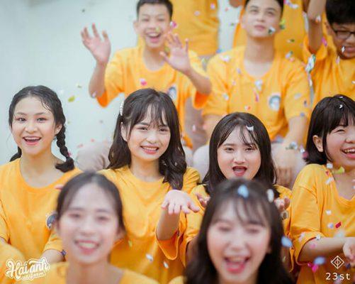 Hải Anh Uniform cung cấp dịch vụ làm áo lớp đẹp giá rẻ cho tất cả các bạn học sinh đang học tập tại tỉnh Đồng Tháp.