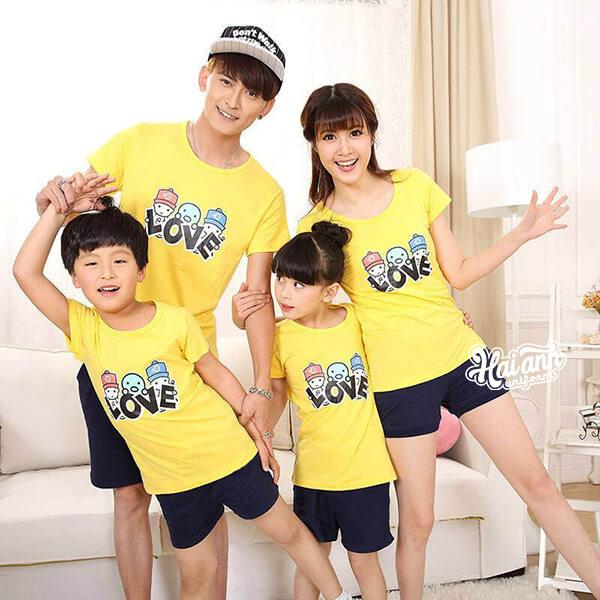 Mẫu áo nhóm gia đình đẹp 4 người