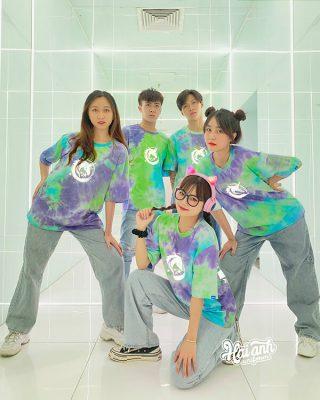 Áo nhóm phản quang là trang phục được giới trẻ hiện nay yêu thích