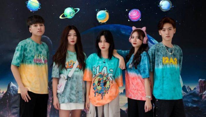 Các mẫu áo lớp trong BST Đậm được đặt tên lấy cảm hứng từ các hành tinh trong hệ mặt trời